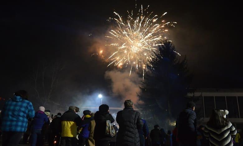 Стотици жители и гости на Тетевен и общината посрещнаха Новата 2020 година