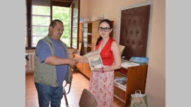 Photo of Дарение от книги за Васил Левски получи читалището в село Голям Извор