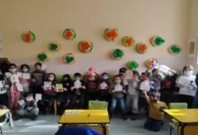 Деца подариха картички на даряващите живот