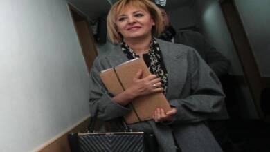 Шестият иск (за 50 хил. лв.) Манолова завежда срещу Антон Тодоров за пет позорящи негови публикации във Фейсбук