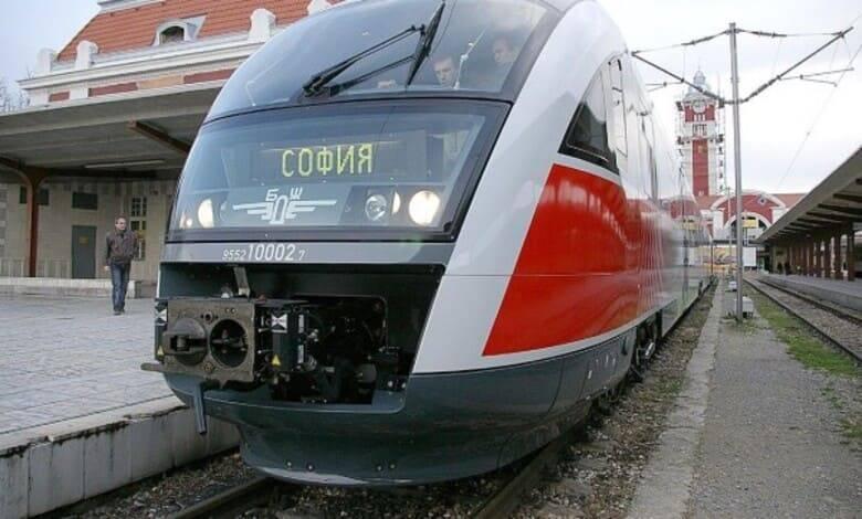Мъж загина след като бе блъснат от влак