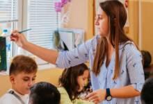 """Започна подаването на заявки от училищата за назначаването на учители от програма """"Нов път в преподаването"""" от цялата страна"""